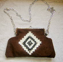 sac pochette en véritable cuir design ethnique fermeture porte monnaie Création Sylvie G.